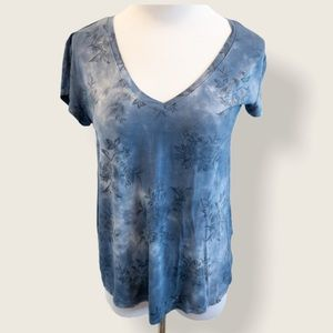 American Eagle Blue Floral Favourite T - Sz Small